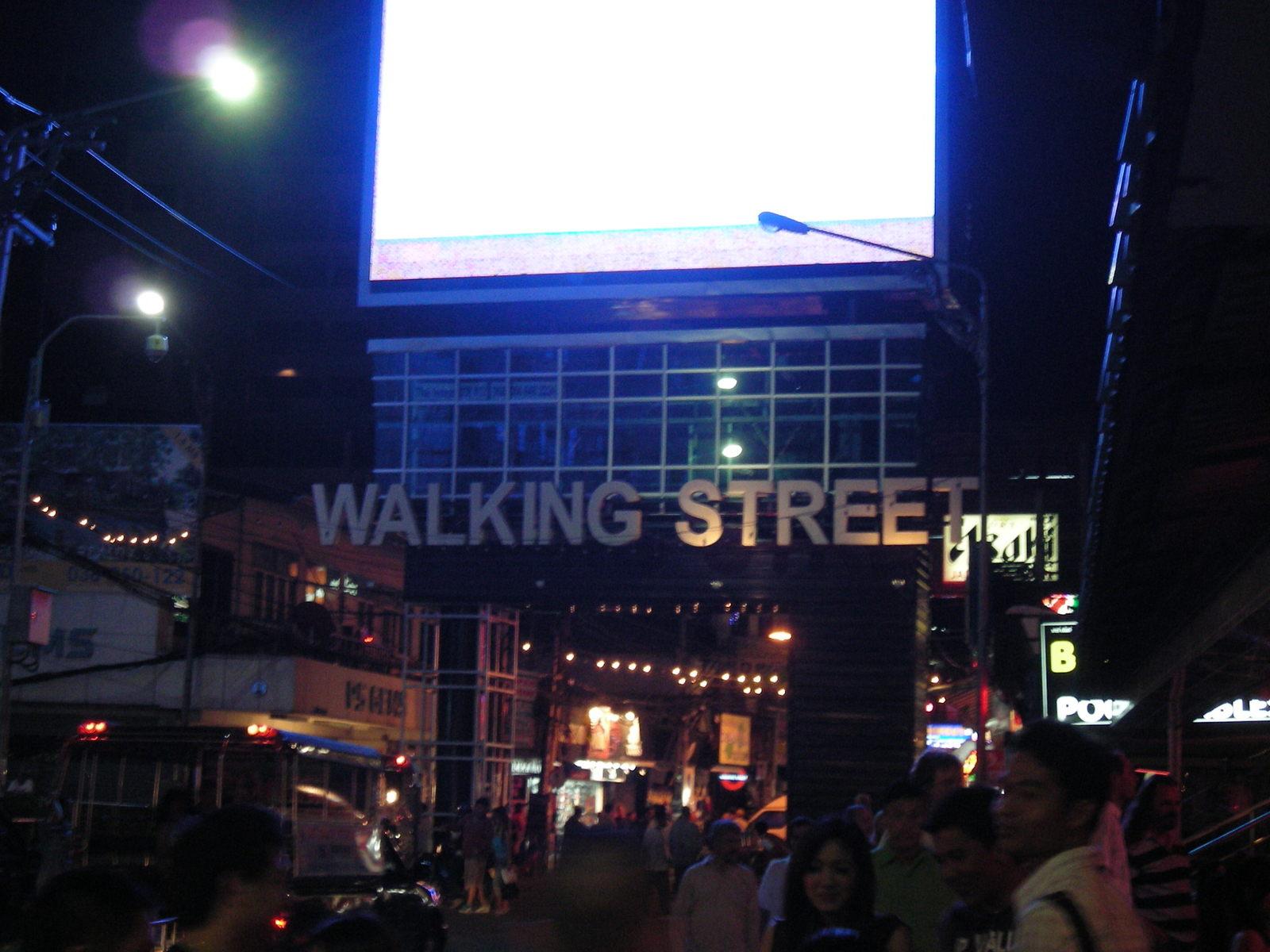 ウォーキングストリートの入り口
