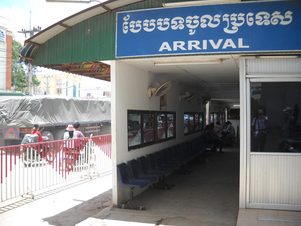 カンボジア入国ゲート