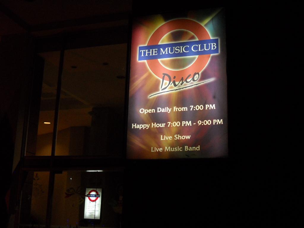 ヤンゴンの夜を飾るにふさわしい?ミュージッククラブ
