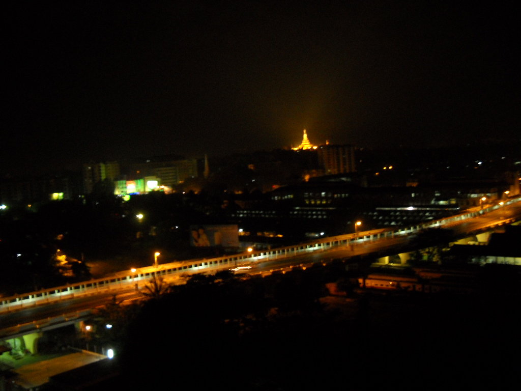 ヤンゴンの夜景もなかなかでしょ