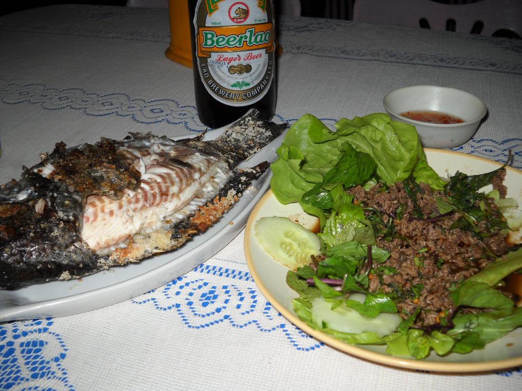 ビンプラー、ラープ(定番ラオス料理)
