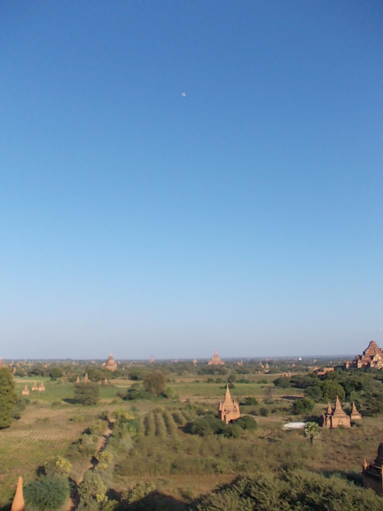 シュエサンドー・パヤーからのバガンの景色