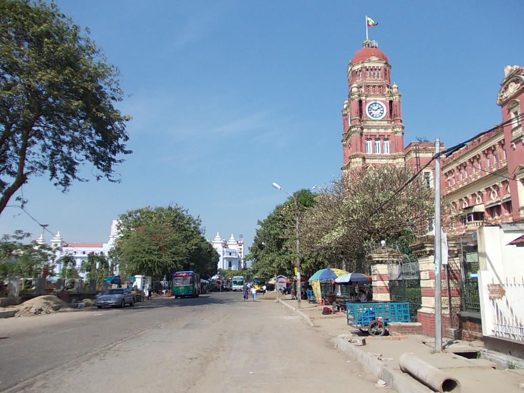 ヤンゴンの街