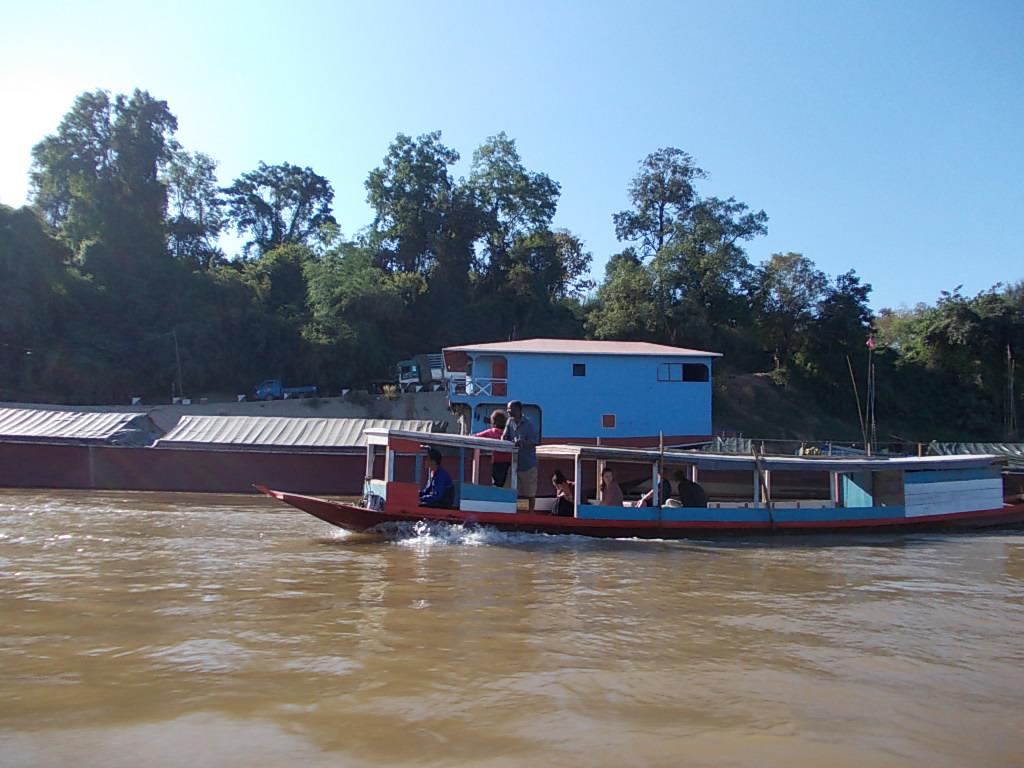 ボートでメコン川