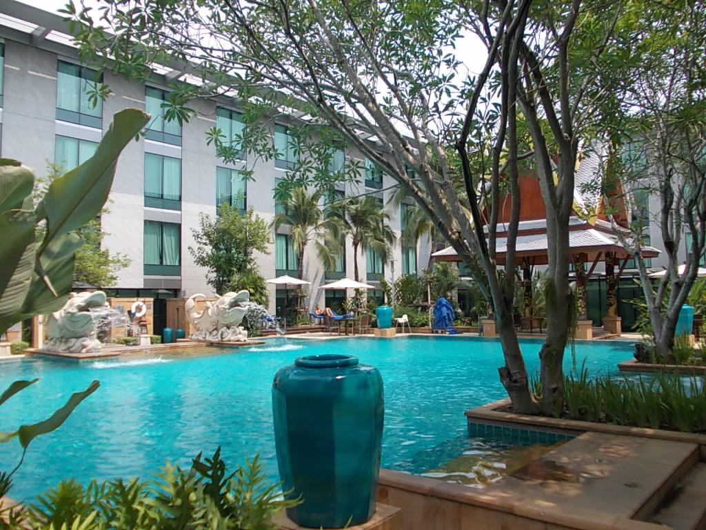 ノボテルホテルのプール