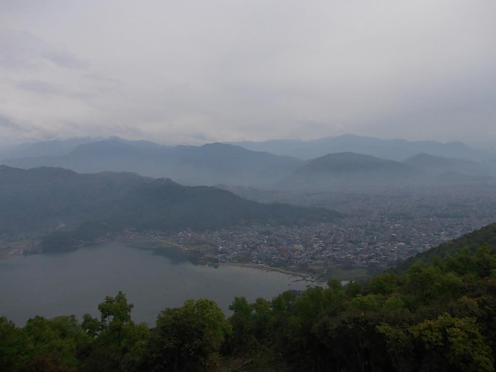 日本山妙法寺から見えるヒマラヤだが、、。