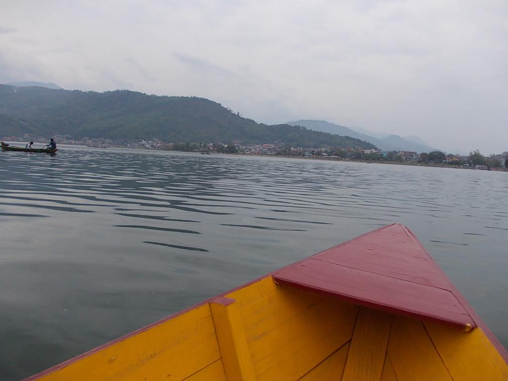 フェア湖をボートで
