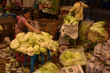 バンコク花市場周辺でキャベツ