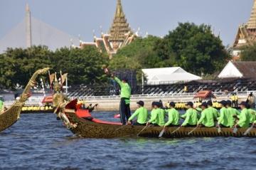 タイ王室御座船パレードのリハーサルの終わり